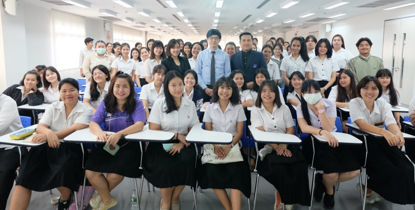 พนักงานสายการบินไทย มาถ่ายทอดประสบการณ์ การทำงานด้าน First Class Flight Attendant and Cabin Safety Instructor แก่นักศึกษาสาขาวิชาการท่องเที่ยว