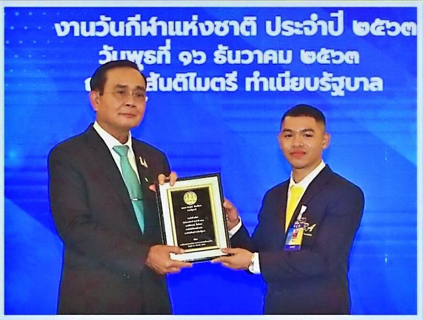 นักศึกษาคณะศิลปศาสตร์ มทร.พระนคร รับรางวัลผู้ทำคุณประโยช์ด้านกีฬาจากนายกรัฐมนตรี นายธิติสรรณ์ ปั้นโหมด นักศึกษาชั้นปีที่ 2 สาขาวิชาภาษาไทยประยุกต์ คณะศิลปศาสตร์ (วังนางเลิ้ง) มทร.พระนคร นักกีฬามวยสากลสมัครเล่นทีมชาติไทย ซึ่งผ่านการคัดเลือกเป็นตัวแทนร่วมแข่งขันกีฬาโอลิมปิกเกมส์ 2020 ณ ประเทศญี่ปุ่น )ได้รับการคัดเลือกจากการกีฬาแห่งประเทศไทย กระทรงวการท่องเที่ยวและกีฬา ให้รับรางวัลผู้ทำคุณประโยชน์ ด้านกีฬา รางวัลนักกีฬาสมัครเล่น โดยเข้ารับโล่รางวัลจาก พลเอก ประยุกต์ จันทร์โอชา นายกรัฐมนตรี เมื่อ วันที่ 16 ธันวาคม 2563 ณ ตึกสันติไมตรี ทำเนียบรัฐบาล โดยการกีฬาแห่งประเทศไทย (กกท.) จัดขึ้นเนื่องในวันกีฬาแห่งชาติประจำปี 2563 ซึ่งจัดขึ้นเป็นครั้งที่ 35